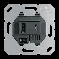 USB-зарядное устройство, тип A + тип C; суммарный выходной ток 3000 мА при 120…240 В; черный